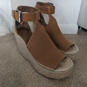 Platform wedge espadrilles in soft brown color.